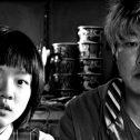 """Πολύ πριν τα """"Παράσιτα"""", ο Μπονγκ Τζουν Χο μας έφερε έναν αποκρουστικό """"Επισκέπτη""""…"""