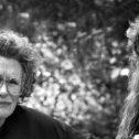 """""""Το Τραγούδι του Χιλμπίλη"""": μια δυνατή αυτοβιογραφία που μελετά το προσωπικό ταξίδι επιβίωσης και θριάμβου μιας οικογένειας…"""